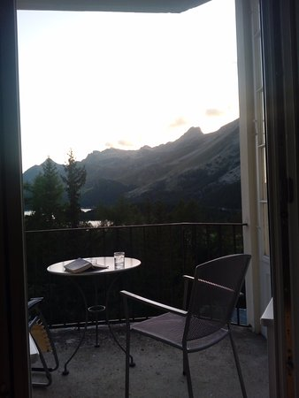 Sils im Engadin, Suiza: Balcony view of mountains & Lake Sils