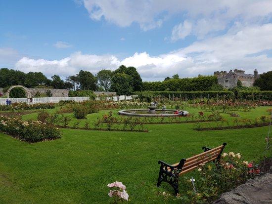 Balbriggan, Ιρλανδία: The beautiful and fragrant Rose Garden.