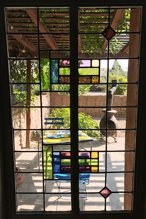 Cinnamon Morning Bed And Breakfast: View to our Patio through the Stained Glass Window