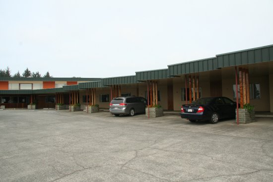 Curly Redwood Lodge: Easy parking