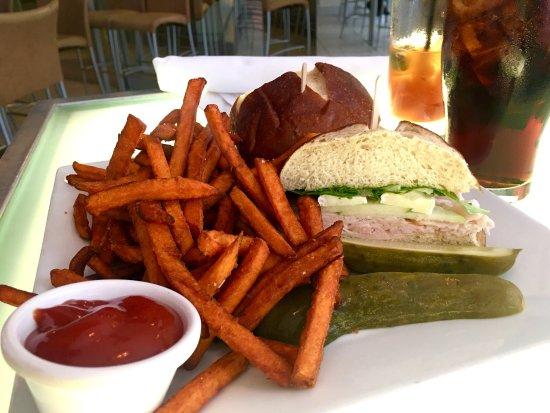 Niles Bar & Restaurant: photo2.jpg