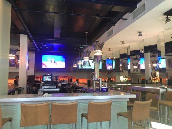Niles Bar & Restaurant: photo3.jpg
