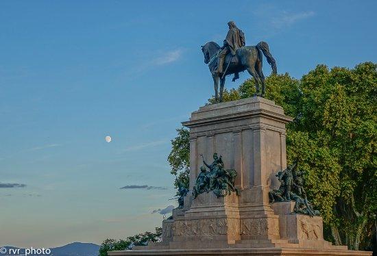 Gianicolo, estatua ecuestre de Garibaldi - Picture of Terrazza del ...