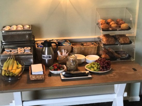 The Inn at Scituate Harbor: Continental Breakfast