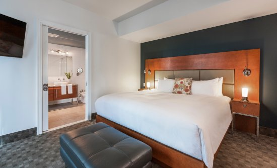 Hotel Le Crystal: Penthouse 1102 - Primary Bedroom