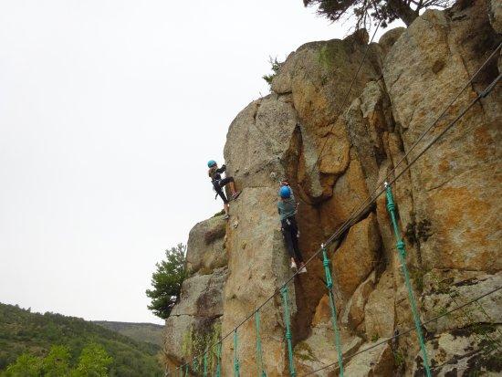 Angoustrine, Francia: Un peu d'escalade.... fin du parcours noir