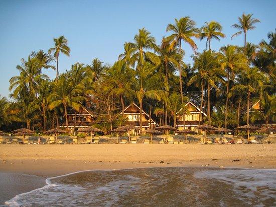 Sandoway Resort: Strand mit Beach Front Villas