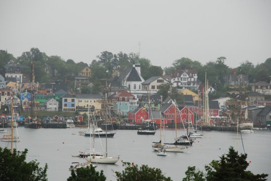 Lunenburg, Canadá: View of harbor from country club