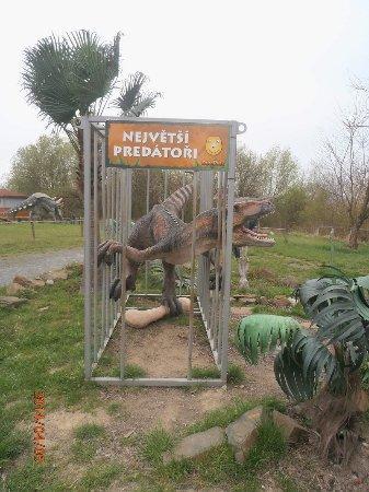 DinoPark Ostrava: klec s dinosaurem
