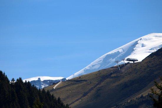 Javen d'En Haut : On apperçoit un bout de la chaîne du Mont-Blanc
