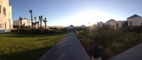 Fnideq, Morocco: Short walk between villa and hotel at sunset