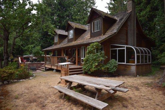 Roberts Creek, Kanada: Picnic tables, grill, and hammocks all available