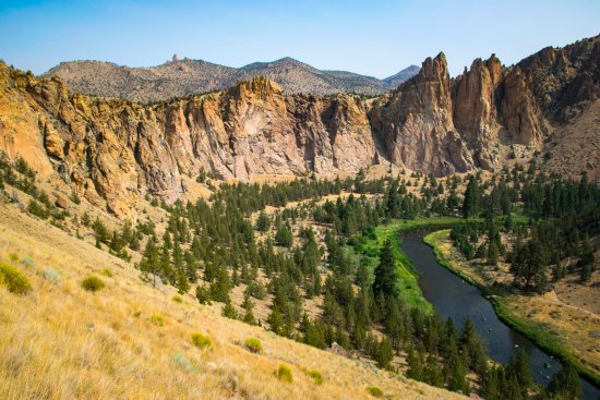 Smith Rock State Park: Atop Misery Ridge overlooking the Deschutes River.