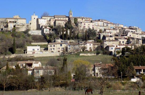 Saint Maime, France : Dauphin l'autre village au pied du restaurant