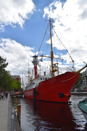 Emden, Deutschland: neben dem Seenotkreuzer