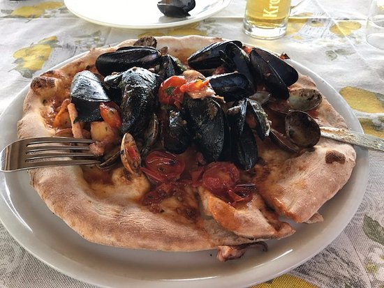 Ristorante Pizzeria Ottomano.: seafood pizza - outstanding!