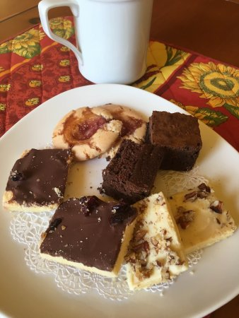 Boyce, VA: A plate of pastries left in our room; what a wonderful surprise. We enjoyed them with coffee.