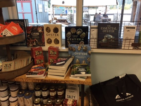 Lilliwaup, WA: Before your meal, the gift shop will take you to school to learn about oyster culture!