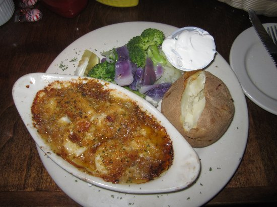 Montgomery Center, VT: Baked scallops and baked potato w/sour cream.