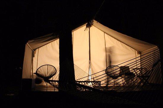 Sundridge, Kanada: night time at the glamp