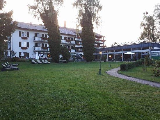 Garden Hotel Reinhart: photo prise en direction de l'hôtel