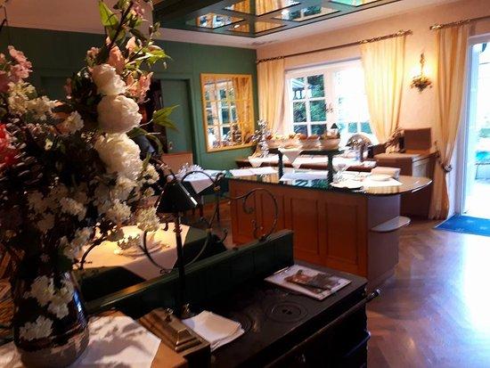 Garden Hotel Reinhart: espace petits-déjeuners