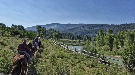 Kelly, WY: Riders returning along the river