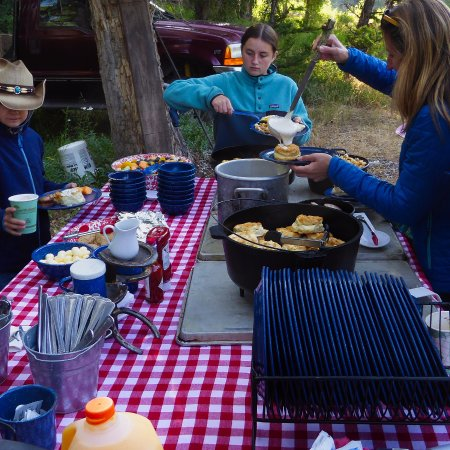 Kelly, WY: Early morning trail breakfast - doesn't food always taste better outside?