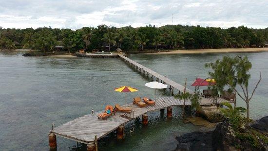 Hotel Libertalia: coin transats au bout du ponton