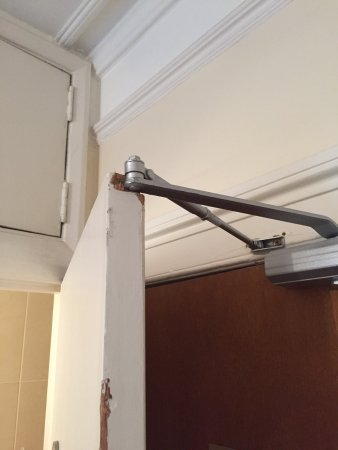 Europa House Hotel : Triple room so dirty and falling apart no blades on ceiling fan