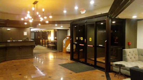 Red Lion Hotel Atlanta Airport: Lobby Check-In Area