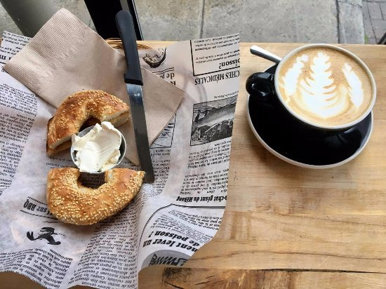Hoche Cafe: Bagel and latte