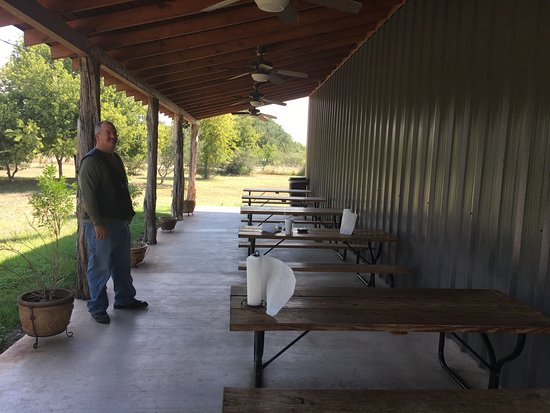 Camp Wood, TX: Outdoor seating