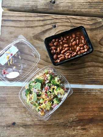 Camp Wood, เท็กซัส: Sides: beans and broccoli salad