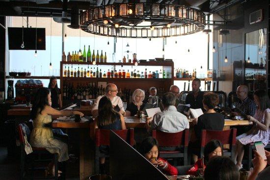Hotel Le Germain Calgary: Bar at the Charcut restaurant.