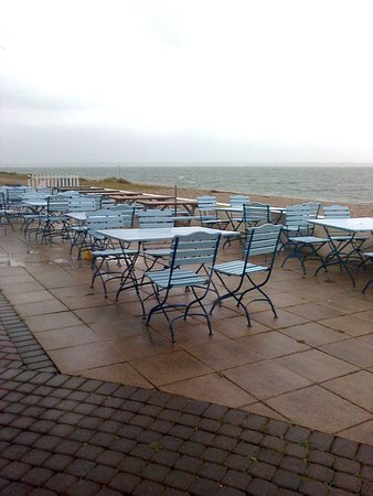 Lee-on-the-Solent, UK: External seating area, bereft of diners due to the weather