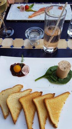 Cadenet, Prancis: foie gras et saumon gravlax