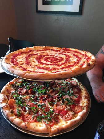 Pies & Pints Pizzeria: photo0.jpg