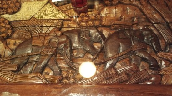 Sushi-Thai: Wood Carving in Table