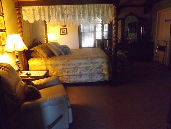 Arizona Mountain Inn & Cabins: Suite 21- Located in main Inn on the second floor. It is an adult only accommodation.