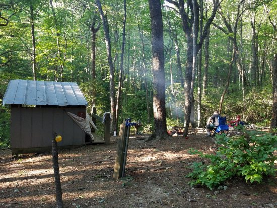 Chatsworth, GA: Site 5 Fort Mountain Squirrels Nest Platform Camping area