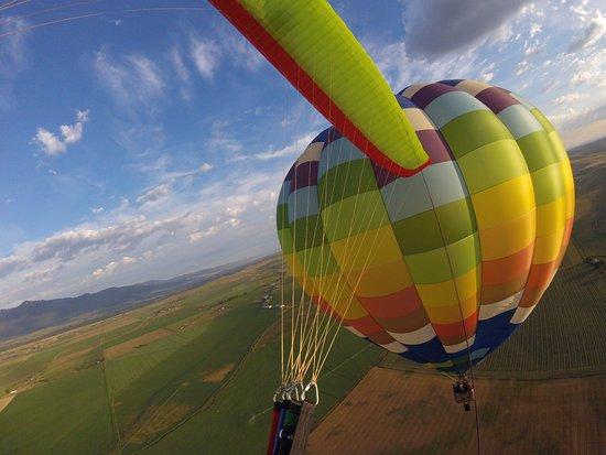 Bigfoot Balloons: Flying around the Bigfoot balloon!