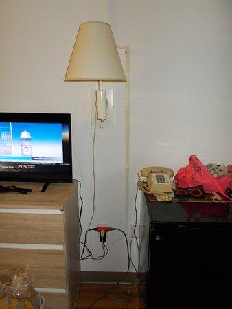 Motel 6 Sikeston: nice wiring