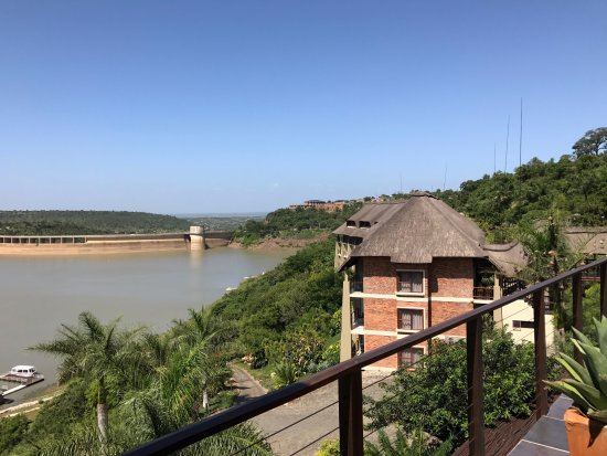 Jozini, Sudáfrica: Looking toward the dam.