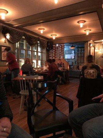 Icelandic Bar (Islenski Barinn) : cozy pub like atmosphere