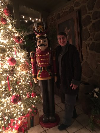 Red Apple Inn and Country Club: Christmas decorations at the inn