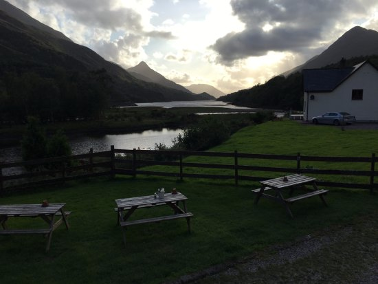 Kinlochleven, UK: View from outside the bar looking down Loch Leven