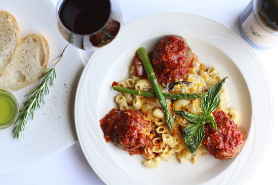 Albion River Inn Restaurant: Italian-Style Meatballs rich tomato glaze, macaroni & sharp cheddar cheese with bacon, mushrooms