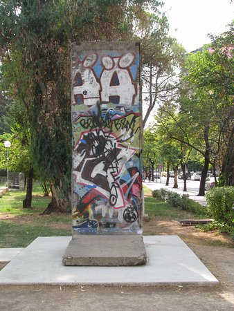 Postbllok - Checkpoint Monument