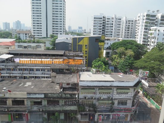 ibis Bangkok Sathorn : View from our room